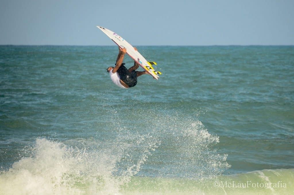 Surf em Praia Cupe