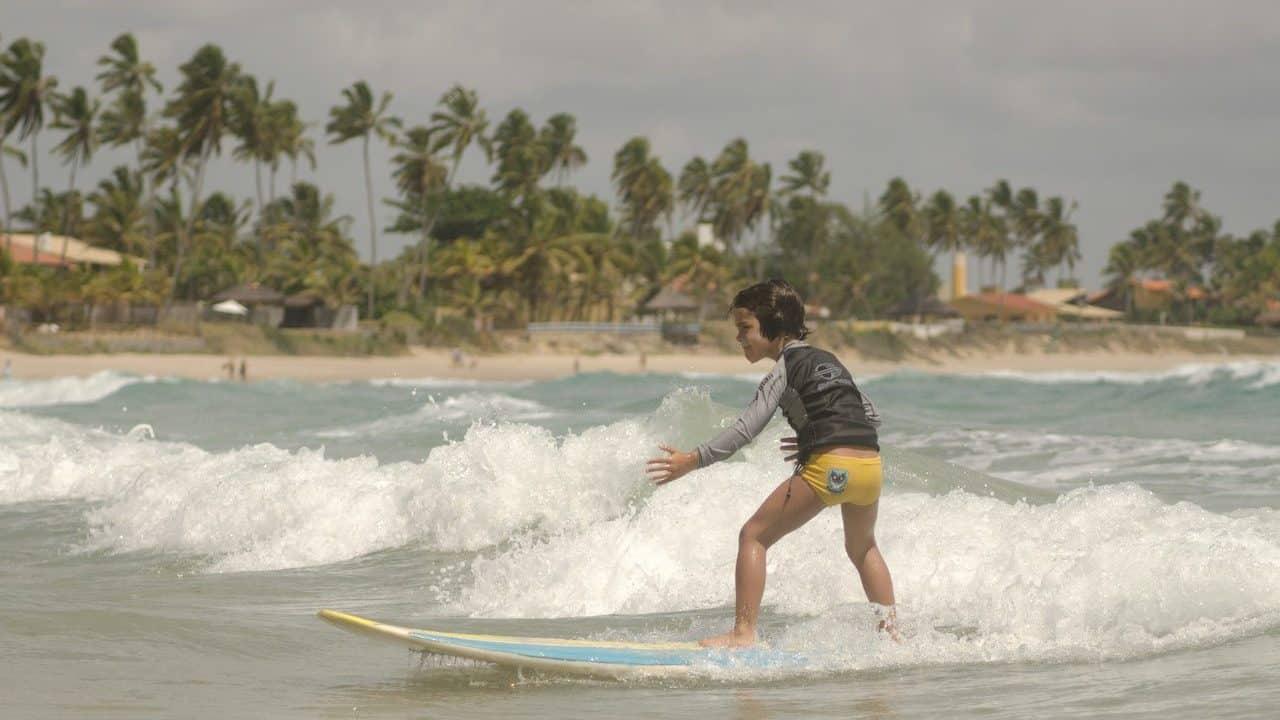 aula-surfe-para-criancas-porto-de-galinhas
