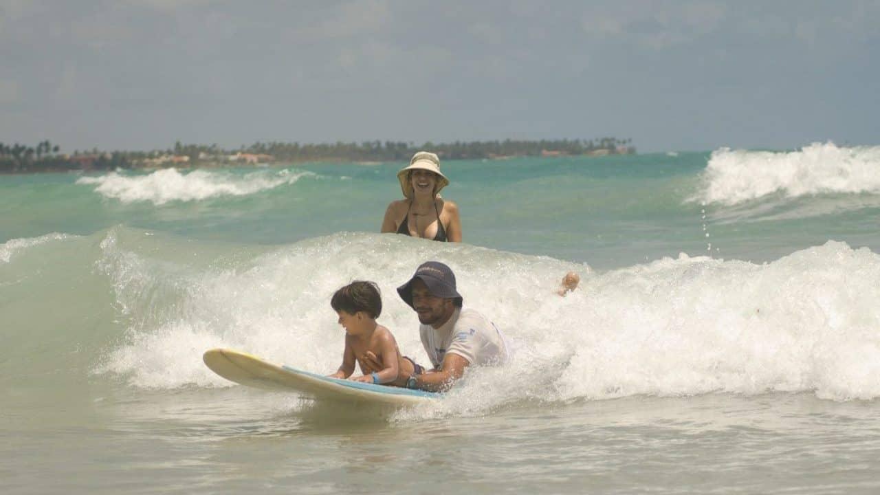 aula-surfe-porto-de-galinhas-criancas